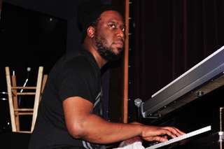 Robert Glasper Playing